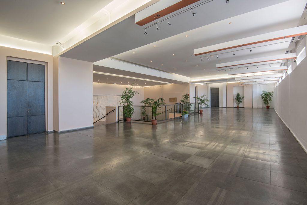 Photo du hall d'exposition au niveau 1 du palais des congrès de Grasse