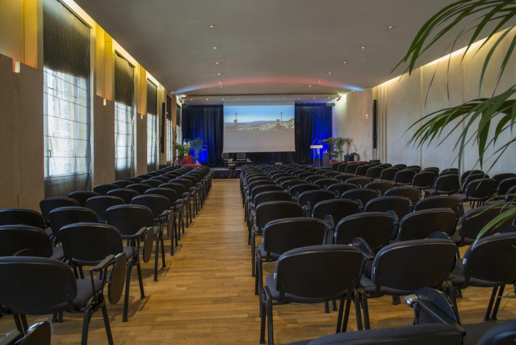Photo de la salle plénière du palais des congrès de Grasse